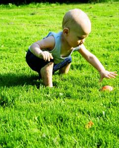 copil-in-iarba