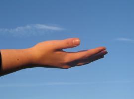 Mână întinsă