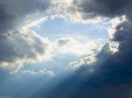 Soare care iese din nori