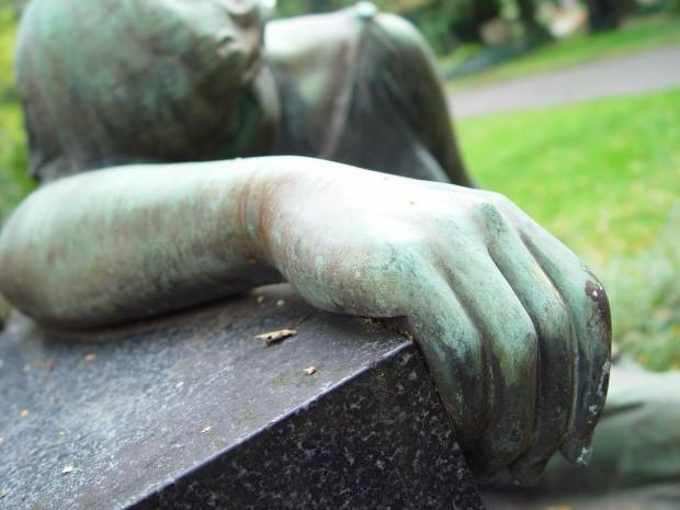 Detaliu mână de statuie